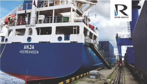 picture of vessel Anja being loaded with containers